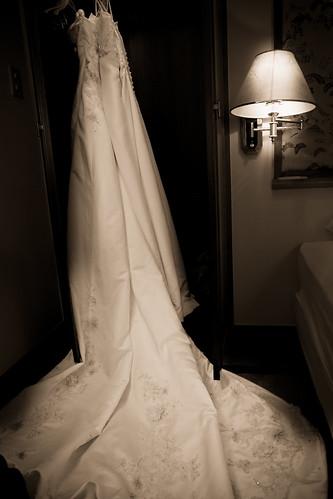 垂掛的結婚禮服。