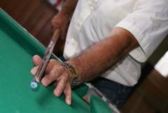 A tacada (Leal Fotografia Digital) Tags: paraná brasil curitiba taco bola mão mesa relógio sinuca h9 tacada bilhar bola8 atacada amelhorfotodasuagaleria rodrigoleal