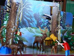 Playmobil - Wildfütterung im Winterwald (dierk schaefer) Tags: winter germany deutschland wald allemagne reh playmobil hirsch wildfütterung meisenring futterkrippe dierkschaefer walsarbeiter