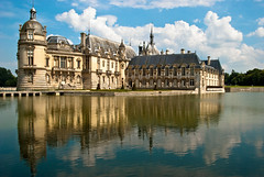 ~ Chteau de Chantilly ~ (Janey Kay) Tags: sky lake distortion france reflection castle water clouds reflections himmel cu ciel cielo abstraction nuages nuvem moat reflets 2009 nube chantilly picardie beautifulday spiegelungen wolden nikkor18200mmvr chteaudechantilly nikkor18200mmf3556vr janeykay