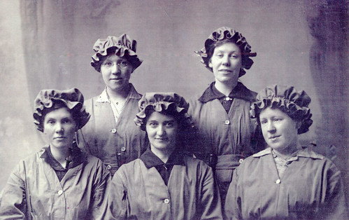 Munitions workers, 1916