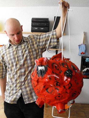 La piñata con su papá