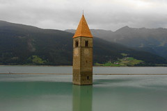 Ricordo dal passato  -  A memory from the past (Cristina 63) Tags: italy lake lago europa europe italia belltower campanile middleages altoadige southtyrol suedtirol valvenosta reschensee vinschgau lagodiresia graunimvinschgau curonvenosta lakereschen holidays2009 vacanze2009