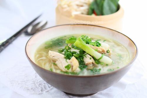 Vietnamese chicken noodle soup - Phở gà