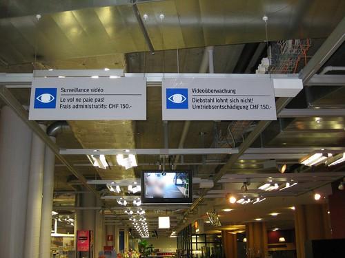 Coop Supermarkt, Biel, Hinweistafel Videoüberwachung