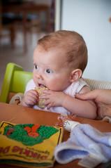 Broodje proeven (Tom & Katrien) Tags: baby girl kid boke meisje eten brood kid3 korst trijn