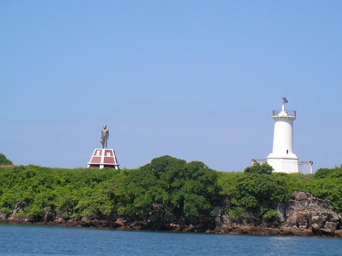 Lighthouse & Statue in Corinto