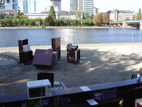 Einige Kisten und Boxen vom Main Café Abbau --- main_cafe0264