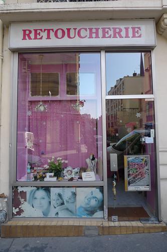 Vitrine retoucherie- rue du Chemin Vert - septembre 2009