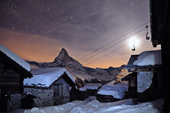Findeln at night again (andi_apple) Tags: schnee snow mountains schweiz switzerland nightshot berge zermatt matterhorn breathtaking nachtaufnahme findeln bej colorphotoaward flickrphotoaward platinumheartaward breathtakinggoldaward platinumpeaceaward breathtakinghalloffame