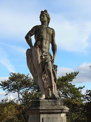 statue dole.jpg