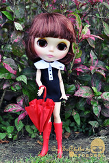 Casual affair neo blythe with Red umbrella