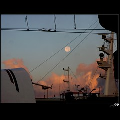 Ode To the Moon (Osvaldo_Zoom) Tags: sky moon composition landscape ships ropes ferries calabria railstation ferryboats noponte messinastrait villasangiovanni ironropes