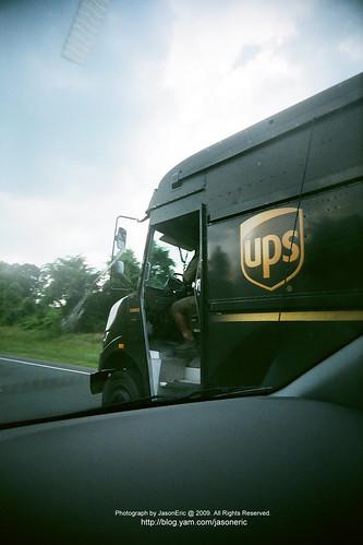 這兒的UPS車是沒門的
