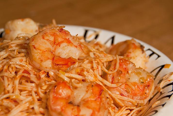 verse pasta met scampi aglio olio