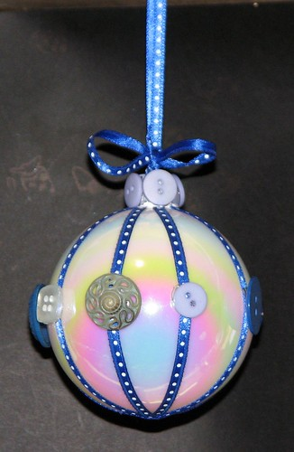 #8 - Button Ornament 011