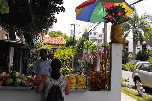 Otro angulo de la frutera indú en Gascue