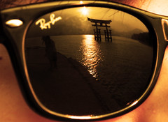 "love in sunglasses ""myajima VS RayBan"" (aliberrada) Tags: ocean sunset mountains reflection love sunglasses japan landscape temple couple shrine hiroshima rays tori rayban ife myajima canon500d imfromearth"