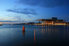 Copenhagen - Operaen / Opera at the blue hour (Osthollnder) Tags: summer reflection colors silhouette night copenhagen geotagged denmark nyhavn opera colorful nightshot cloudy nacht sommer july bluehour juli dnemark danmark kopenhagen 2009 farben reflektion nachtaufnahme operean