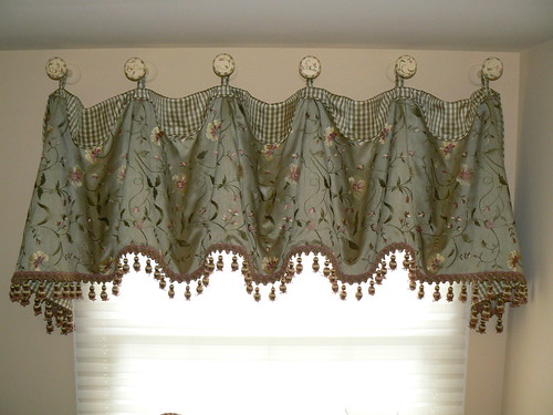 Award winning Cuff Top Valance