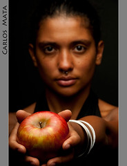 In Defense of the Wicked Queen (Carlos Mata Photography) Tags: portrait apple manzana retrato creative carlos queen wicked pam portret ritratto mata   tcf carlosmata abbild  ibirque ltytr1  thechallengefactory