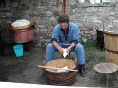 Zungoli (AV), 2002, Produzione di formaggi. (Fiore S. Barbato) Tags: italy campania valle latte formaggio formaggi avellino irpinia latticini ufita zungoli