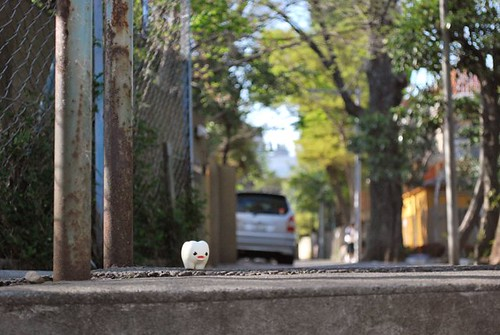 """Now where is that playground? This Shinagawa street is so mazy..."""