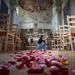 preparations () Tags: flowers wedding church andy petals chairs andrea low ceremony andrew chiesa fiori petali sedie matrimonio preparations rayoflight cerimonia basso raggiodiluce benedetti preparazioni
