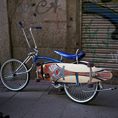 Lush longboards (pianococtail) Tags: madrid camera 120 tlr film bike monster chopper fuji 100 lush iv malasaa 2009 reala flexaret longboards meopta trastaco