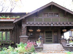 587 East Grand Blvd, Detroit (southofbloor) Tags: house building architecture detroit grand east craftsman blvd gable bungalow islandview