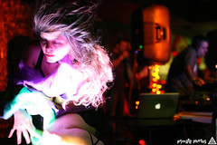 IMG_1083 (Dan Correia) Tags: macintosh lights dof bokeh laptop katherine nightclub speakers drumnbass seratoscratch asides macbookpro canonef35mmf14lusm