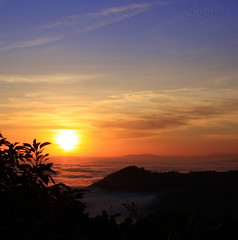 Heavenly Halloween Sunset Cerro Gordo (S@ilor) Tags: sunset espaa costa mist fog clouds spain mediterranean low granada tropical costadelsol andalusia andalusien heavenly lowclouds almucar cerrogordo southofspain silor flickrclassique bestofmywinners heavenlyhalloweensunset