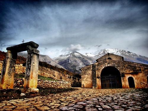 autumn italy mountains fall church public montagne... (Photo: Carlo Tancredi on Flickr)