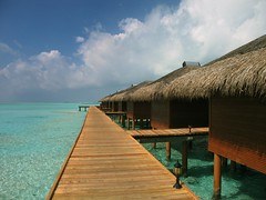 IMG_1016m (UbiMaXx) Tags: wood sea sky water canon island interesting lagoon powershot s60 fare maxx 2007 piloti maldivian ubimaxx