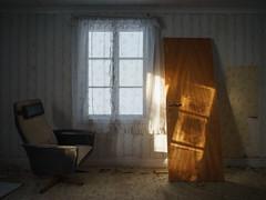 Abandoned farm house (Helena Normark) Tags: jonsgården desertedhouse abandonedhouse decayingfarmhouse henningsflokälen henningskälen jämtland sweden sverige sonyalpha7ii a7ii voigtländer voigtlanderultron21mmf18 cv2118