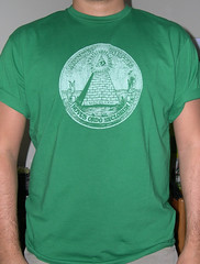 OCCHIO CHE VEDE TUTTO (Cristian Mantovani) Tags: green eye pyramid graphic tshirt che tee occhio novus ordo tutto vede annuit coeptis secolorum
