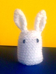 bunny white (front-yellow bg)
