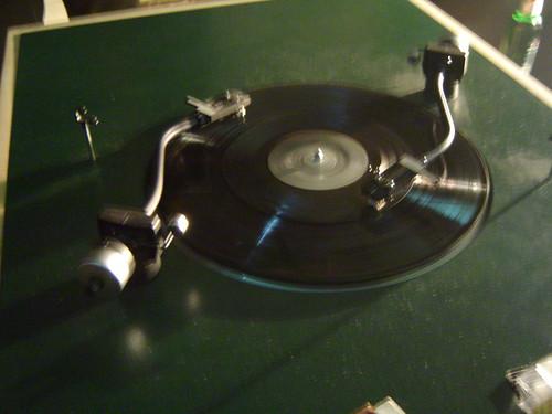 Plattenspieler mit 2 Tonarme. November 2004