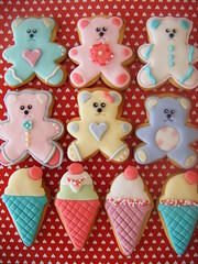 Bear & Ice Cream Cookies :) ( gabby cupcakes by Gabriela Cacheux) Tags: bear pink cookies royal butter kawaii icing vanilla fondant
