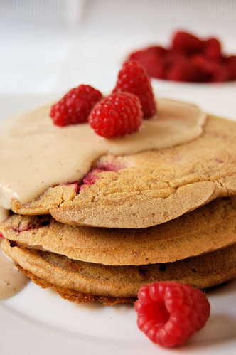corn and oat pancakes with raspberries and vanilla cream da te.
