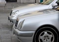 W211, W210 (austrianpsycho) Tags: cars silver linz mercedes e mercedesbenz photowalk autos silber hauptplatz eclass eklasse pkws w210 w211 3182009