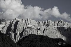 """voglio vedere le mie montagne"" (patrizia_ferri) Tags: estate selva montagna dolomiti bolzano altoadige dolomitisuperski gardena gruppodelsella montipallidi"
