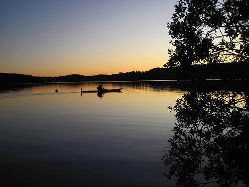 Kayak passing by by Lejon2008, on Flickr