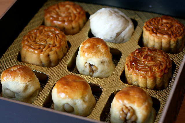 Baked mini mooncakes