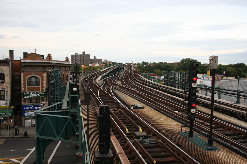 Westchester Square Station
