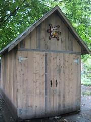 sculpture dog chien house niche maison arbre petite bois cabane caveàvin