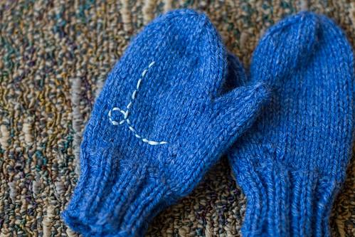 Lill's blue mittens