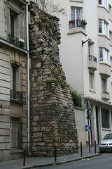 2009-11-22-PARIS-city-wall1