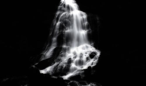 フリー画像| 自然風景| 滝の風景| モノクロ写真| ノルウェー風景|       フリー素材|