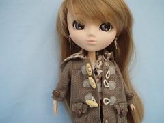 Saaya bien au chaud dans son manteau (Me&Maruschka) Tags: outfit coat pullip latte sugarmag